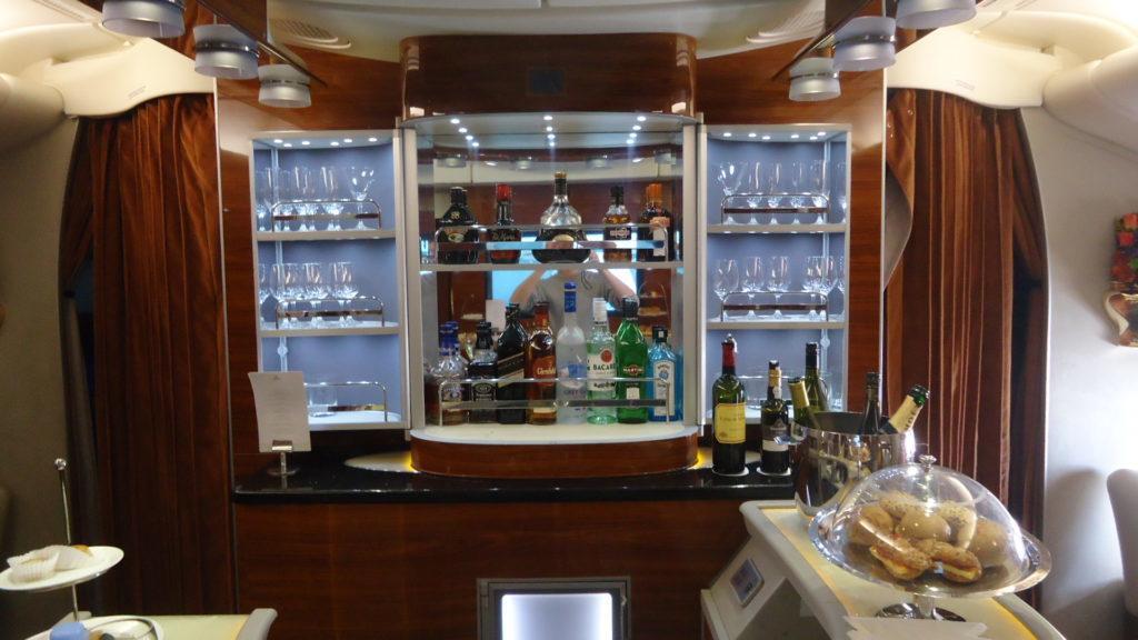 Emirates представит новый бортовой бар