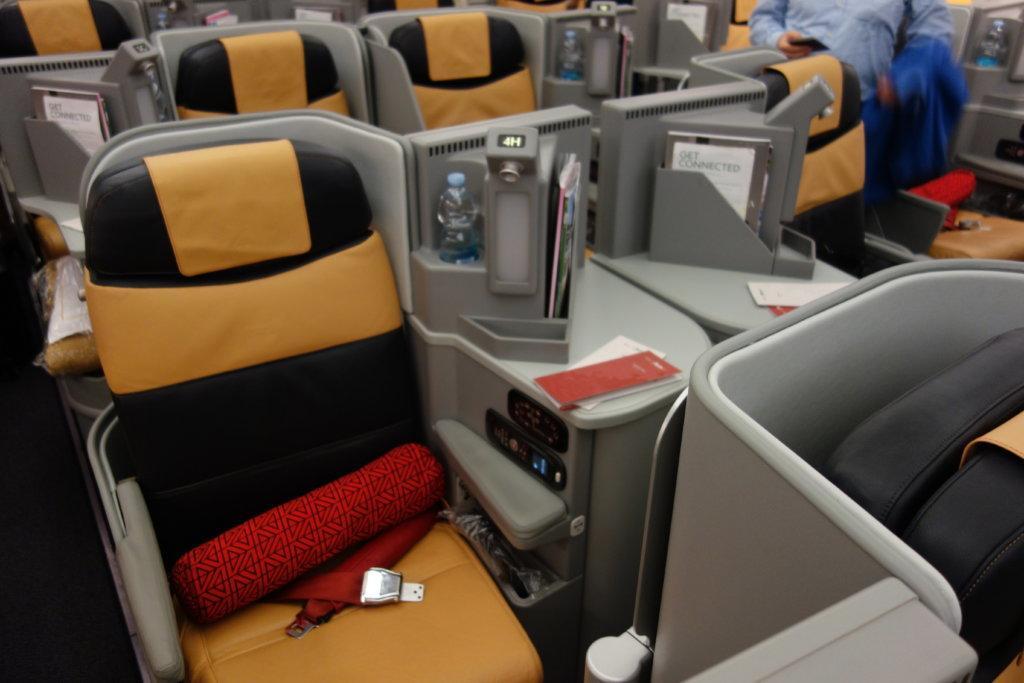 Обзор: Alitalia, бизнес-класс, Абу-Даби – Рим