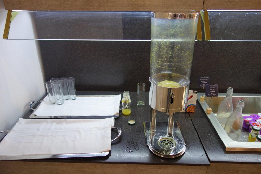Пиздец: пустой буфет на завтраке в эксклюзивном отеле